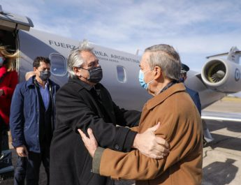 El abrazo entre Alberto Fernández y Juan Schiaretti